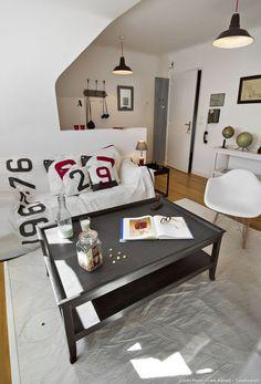 À Larmor-Plage dans leMorbihan, cet appartement d'hôtes baptisé La Voile vous embarque dans un style bord de mer, et une cargaison d'idées 100 % recyclées. Aucun risque de tangage pour ceux qui n'ont pas le pied marin.