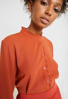 JDY JDYOCEAN - Chemisier - arabian spice - ZALANDO.FR Quoi Porter, Mannequin, Ruffle Blouse, Tops, Women, Fashion, Dark Red, Men Styles, Fashion Ideas