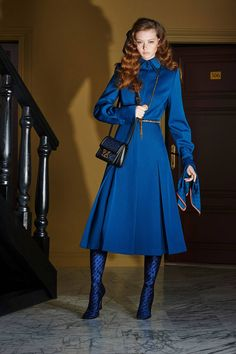Fendi Resort 2020 Fashion Show - Vogue Blue Fashion, Fashion Week, Fashion 2020, Runway Fashion, High Fashion, Womens Fashion, Fashion Trends, Mannequins, Couture Fashion