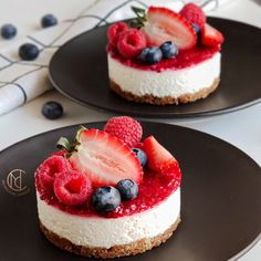 Himbeerkäsekuchen ohne Backen My Delicious Creations Gourmet Recipes, Cake Recipes, Dessert Recipes, Gourmet Foods, How To Make Cake, Food To Make, Molecular Gastronomy, Mini Cakes, Food Plating