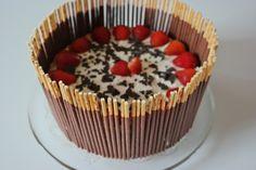 die Erdbeerzeit muss man ausnutzen, deshalb hab ich gleich noch ein weiteres Erdbeerrezept für euch! Die Torte besteht aus einem lockeren Biskuitteig nach meinem Grundrezept. Das Rezept findet ihr …