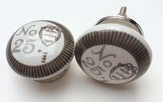 Mooie Brocante knop No. 25 | www.PorseleinenKnoppen.nl | €2,95