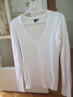 Simons Twik Montreal White Long Sleeve V Neck Sweater Size Small Thin Knit Solid #SimonsTwik #VNeck
