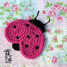 Ladybug applique - crochet pattern, DIY Try making thread crochet lady bug earrings & necklace. Appliques Au Crochet, Crochet Motifs, Crochet Squares, Crochet Stitches, Crochet Patterns, Thread Crochet, Cute Crochet, Crochet Crafts, Yarn Crafts