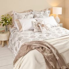FOSSIL(!) bed linen. Amazing. I want it! ZaraHome.