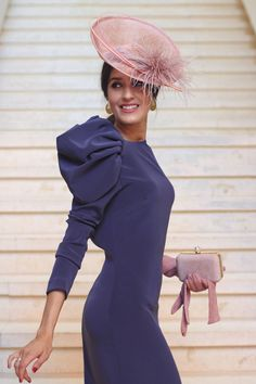 Invitada boda de mañana otoño invierno tocado pequeño vintage vestido morado invitada perfecta Wedding Hats For Guests, Fiesta Outfit, Wedding Guest Looks, Derby Dress, Pastel Fashion, Looks Chic, Costume, Fashion Gallery, Vogue Fashion