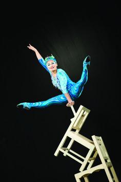 Cirque su Soleil, equilibrista, sillas.