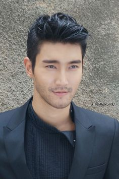 10 Photos of Siwon Choi Looking Manlier Than Ever Super Junior's Choi Siwon is always looking handsome whether it's with Super Junior or on his own. We put together a list of some of his most handsome. Asian Men Hairstyle, My Hairstyle, Cool Hairstyles, Asian Hairstyles, Asian Haircut, Hairstyle Ideas, Hairstyles 2018, Classic Hairstyles, Hair Ideas