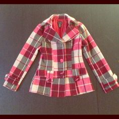 "Modern Plaid Wool Jacket// Medium Beautifully constructed wool jacket in a red , cream and gray  plaid. Fully lined. In excellent condition.  Fabric - Wool , Polyester, acrylic   Length - 27""  Bust - 35""  Tag Size - MEDIUM  Excellent Condition   Sleeves - 24"" Jackets & Coats"
