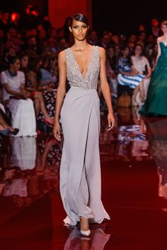Elie Saab Haute Couture fashion show Elie Saab Couture, Haute Couture Gowns, Couture Fashion, Runway Fashion, Couture Dresses, Evening Gowns Couture, Style Fête, Look Fashion, Fashion Show