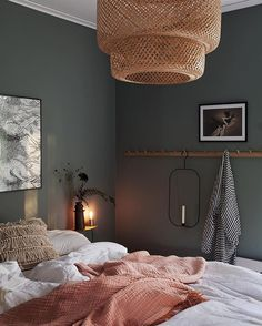 Dunkle Wand Schlafzimmer chic decor diy hippie How To Decorate Your Room According To Your Neo-Bohemian Personality Retro Home Decor, Cheap Home Decor, Bedroom Ideas For Teen Girls, Decorate Your Room, Home Decor Bedroom, Dream Bedroom, Warm Bedroom, Bedroom Colors, Green Bedroom Walls