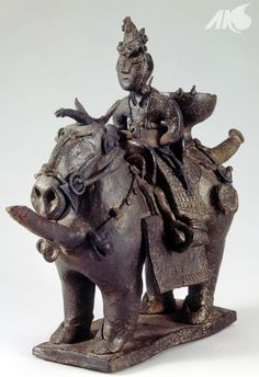 [Antiquity-Three Kingdoms Period(Silla)] Earthenware pottery in the shape of a mounted horseman