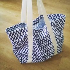 Strandtasche - Tuto Beutel - beutel spruch - beutel bemalen - beutel bedrucken Strandtasche - Tuto B Coin Couture, Couture Sewing, Diy Sac, Diy Bags Purses, Diy Tote Bag, Large Bags, Strand, Diy Clothes, Sewing Patterns