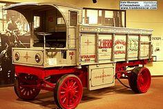 GVC Electric Truck, voiture utilitaire de 1910  La GVC Electric - Truck, cette voiture de collection utilitaire fut construite en 1910 cette G V C électrique à une carrosserie camion à ridelles et un moteur électrique.