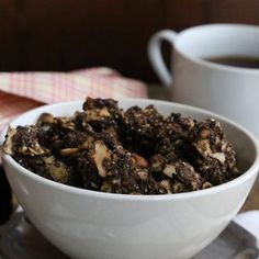 Try this low carb chocolate orange granola recipe. Chocolate Orange, Chocolate Granola, Low Carb Chocolate, Low Carb Desserts, Low Carb Recipes, Ketogenic Recipes, Healthy Recipes, Cereal Keto, Low Carb Granola