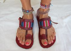 Leather sandals with vintage rainbow manta design.