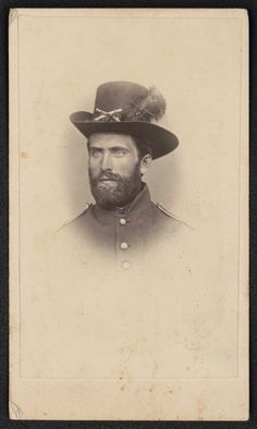 Le soldat Frank I. Snell (1837-1910) du 1st Massachusetts Heavy Artillery Regiment en uniforme (1864, Library of Congress, Washington D.C.)