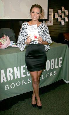 aAfkjfp01fo1i-1118/loc210/20151_celeb-city.org-The_Elder-Lauren_Conrad_2009-06-16_-_signs_copies_of_her_book_LA_Candy_in_LA_5119_122_210lo.jpg