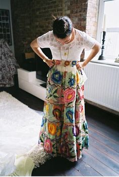 mexicana ~ 1 idea: wear this skirt with a white undershirt & huGe chunky turQ. Mexican Fashion, Mexican Outfit, Mexican Style, Folklore, Mexican Skirts, Textiles Y Moda, Mode Boho, Mexican Party, Traditional Dresses