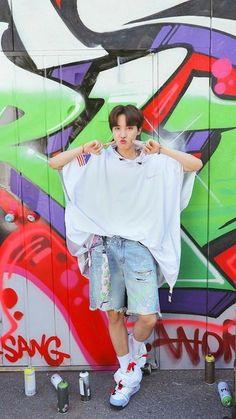 """BTS J-Hope/ Jung Hoseok/ Hobi living his colourful life as a freestyle (¿) dancer lockscreens/ Wallpaper"" Gwangju, Jung Hoseok, J Hope Selca, Bts J Hope, Foto Bts, Bts Taehyung, Bts Bangtan Boy, Jhope Bts, J Hope Tumblr"