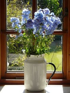 Easy watering pot that can have flowers changed according to the season