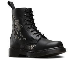 pretty applique on this new doc marten boot....... this is AMYLEE.....