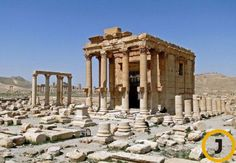 """극단주의 무장단체 이슬람국가(IS)가 폭탄 테러와 외국인 인질 참수에 이어 인류의 주요 유적들을 '우상'이라는 이유로 파괴하고 있다. 23일(현지시간) AFP통신 등 외신에 따르면 IS가 유네스코 세계문화유산으로 지정된 시리아 팔미라 유적지의 바알샤민(Baalshamin) 신전을 폭파했다.   AFP통신은 마문 압둘카림 시리아 문화재청장의 말을 인용해 """"IS가 지난달 팔미라의 바알샤민 신전에서 다량의 폭약을 터뜨렸다""""며 """"IS는 폭약을 이용해 신전 내부는 물론 주변 기둥까지 무너뜨리는 등 무자비하게 유적을 훼손했다""""고 전했다.   바알샤민 신전[사진 중앙포토]"""