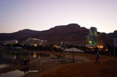Cae la tarde, 8 pm en el Mar Muerto Seattle Skyline, Travel, Dead Sea, Falling Down, Gold, Viajes, Destinations, Traveling, Trips