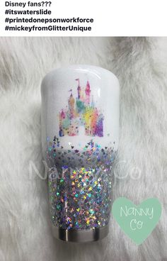 Arts And Crafts Beads Disney Diy, Disney Cups, Disney Crafts, Diy Tumblers, Custom Tumblers, Glitter Tumblers, Disney Tassen, Glitter Cups, Glitter Balloons