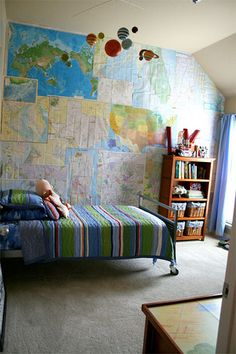 I love the maps on the wall idea as decor. Lots of gorgeous interior ideas for boys bedrooms on this site. Big Boy Bedrooms, Kids Bedroom, Kid Rooms, Bedroom Ideas, Bude, Kid Spaces, Boy Room, Child's Room, My Dream Home