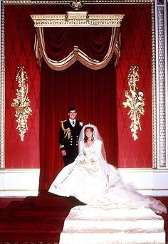 Wedding of HRH The Prince Andrew to Sarah Ferguson. The Duchess of York's train stretched 17 feet and was emblazoned with Andrew's initial and the Ferguson coat of arms. July 1986. #royalty