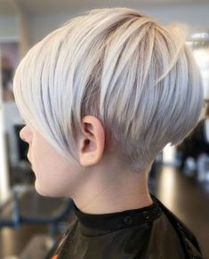Hair Beauty - shorthairstyles,blondehair-Long Ice Blonde Pixie hairstyles shorthairstyles blondehair ❤ Here are 25 sexy and fun short blonde hair s Short Hair With Bangs, Short Hair With Layers, Short Hair Cuts, Short Hair Styles, Hair Bangs, Long Bangs, Very Short Haircuts, Girl Haircuts, Short Bob Hairstyles