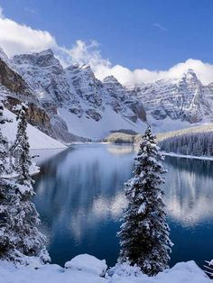 Moraine Lake is a glacially-fed lake in Banff National Park, 14 km outside the Village of Lake Louise, Alberta, Canada. It is situated in the Valley of the Ten Peaks, at an elevation of approximately m. The lake has a surface area of sq km. Lac Moraine, Moraine Lake, Snow Lake, Winter Schnee, Winter Mountain, Lake Mountain, Mountain Wallpaper, Snow Scenes, Banff National Park