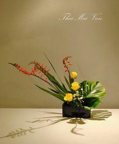Ikebana, Flower Arrangement, Floral Arrangements, Flower Food, Japanese Flowers, Hand Art, Arte Floral, Centre Pieces, Plant Decor