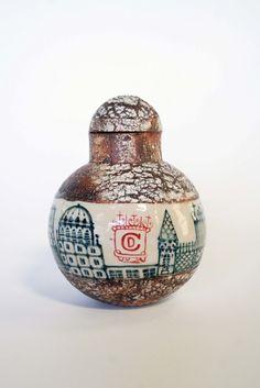 Des réservoirs pour garder des machins ou des riens, des boîtes en grès décorées à la main... By David Corraux