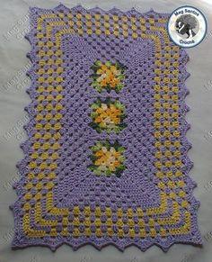 Lindo tapete feito a mão para qualquer ambiente.  Confeccionado na cor de sua preferência  Medidas  0,60cm X 040cm