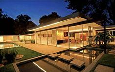 Evening shot of the Neutra Singelton House - Bel Air
