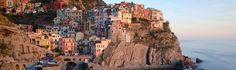 Depuis Monterosso à Corniglia en passant par Vernazza, Riomaggiore jusqu'à Manarola, Cinque Terre offre un véritable contraste entre côtes escarpées, villages historiques, sentiers viticoles et gastronomie ligurienne.  #voyage #myatlas #cinqueterre #blogvoyage #vernazza #italie