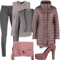 In questo outfit: jeans attillati grigi, camicetta a pois con arricciatura al collo, coprispalla grigio, piumino con collo alto, décolleté dusty cedar e tracollina rosa leggermente più chiara.
