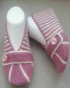 Image may contain: stripes Crochet Boat, Crochet Shoes, Crochet Baby Booties, Crochet Yarn, Crochet Slipper Pattern, Fashion Slippers, Fancy Shoes, Knitted Slippers, Christmas Knitting