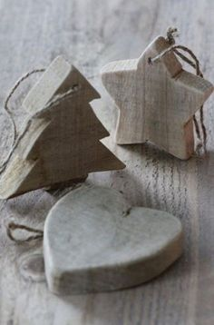 Natural Christmas Decorations, Star, Tree and Heart. Rustic Wooden Ornament could use beetlekill pine. Wooden Christmas Trees, Wooden Ornaments, Christmas Tree Ornaments, Natural Christmas Decorations, Primitive Ornaments, Xmas Crafts, Christmas Projects, Tree Crafts, Country Christmas