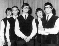 The Zombies, exquisitos! :)  Banda inglesa de Beat (1961-68), integrada por Rod Argent al teclado, Paul Atkinson a la guitarra, Chris White al bajo, Hugh Grundy a la batería y Colin Blunstone en la voz.