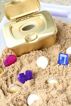 This DIY Treasure Chest for Toddlers is made using recycled household materials! And the pieces are large enough they don& pose a choking hazard! Toddler Play, Toddler Preschool, Toddler Crafts, Preschool Activities, Toddler Beach, Children Play, Sensory Tubs, Sensory Boxes, Sensory Play