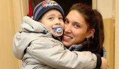 Példátlan összefogás: a buszmegállóban fagyoskodó veresegyházi ovis és anyukája helyzete hihetetlen fordulatot vett Van, Children, Kids, Vans, Child, Babys, Babies