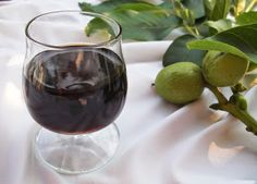 Nassoló: Diópálinka (Zöld dió pálinka) Wine Decanter, Stevia, Red Wine, Wine Glass, Alcoholic Drinks, Recipies, Canning, Tableware, Shop