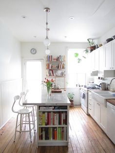 Love the end shelf space for cookbooks Source: desire to inspire - desiretoinspire.net - Hannotte Interiors