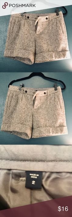 EUC/Grey Wool Shorts (Gap) Size 2 Grey lined wool shorts, Gap Size 2 in EUC.  Paired with tights/chunky sweater or fitted turtleneck- and you've got a head turning classic ensemble for fall/winter GAP Shorts