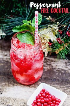 Fiery Peppermint Cocktail: Peppermint Fireball Cocktail This peppermint cocktail combines Fireball (or cinnamon whiskey) with mint, cinnamon candy, and peppermint vodka for a perfect drink! Fireball Cocktails, Mason Jar Cocktails, Vodka Drinks, Party Drinks, Alcoholic Drinks, Beverages, Cinnamon Whiskey, Cinnamon Candy, Vodka Recipes