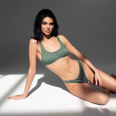 Kylie Jenner hints she could work with Kendall on a makeup line Kendall Jenner Bikini, Kylie Jenner Fotos, Kendall And Kylie Jenner, Kendalll Jenner, Kardashian Jenner, The Bikini, Bikini Girls, Crop Swim Top, Foto Top