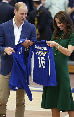 The Duke and Duchess of Cambridge seemed to really enjoy receiving their personalized royal blue jersey shirts. Catherine green dress, watch, smile. beautiful pretty